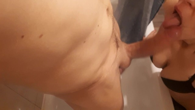 Развлекаются в ванной,шикарный член.. 12