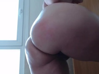 Oiling my body and playing with my ass a little, accompany me to have fun!!