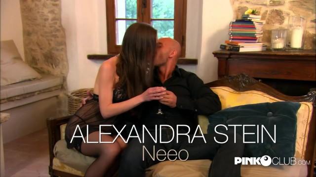 Alexandra Stein si fa sondare il culo da Neeo e gode 1