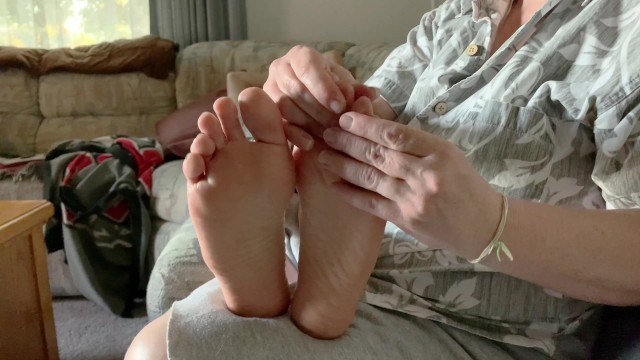 Feet;Exclusive;Verified Amateurs kink, feet-tickling, foot-massage, foot-rub, foot-fetish, soles, toes, feet, foot-lotion