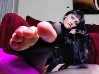 Dark femboy goddess teasing feet...