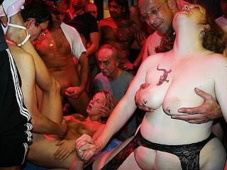 Imagen orgía de primera fiesta para mamá e hijastra