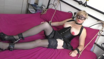 Submissive MILF make up