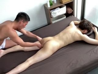 Japanese massage shop experience naked by a muscular...