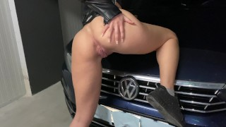 Neighbor`s wife stucked in garage n gave me to cum on her Leather jacket