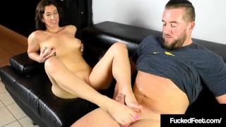 Size 9.5 Foot Fucking 18yo Jackie Ohh Fucks Cock With Feet!