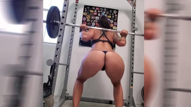 Squats naked Squatting Pics