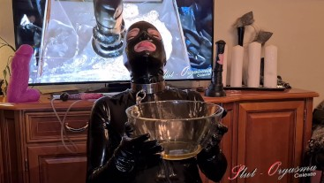Slut-orgasma Celeste full latex sloppy deep throat training, pissing piss drinking and squirting