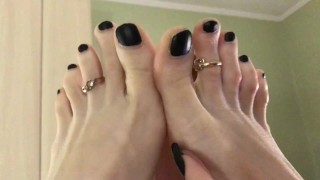 Toes and toe rings close up (60 fps)