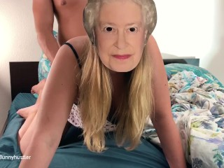 How to fuck the queen