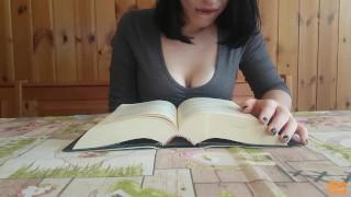 Histerical Literature Yumi: non riesce più a leggere e viene - vibratore (ITA)