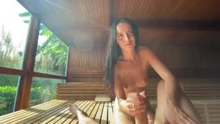 Горячий секс с незнакомкой в жаркой сауне