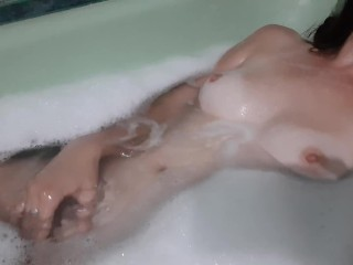 Girl masturbates in the bath and moans loudly