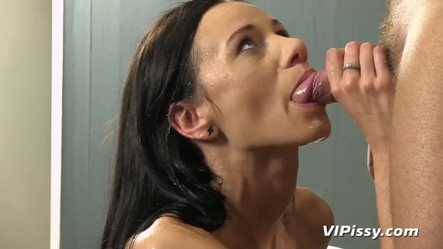 Eveline Neill Filled Up With Her Mans Piss 8