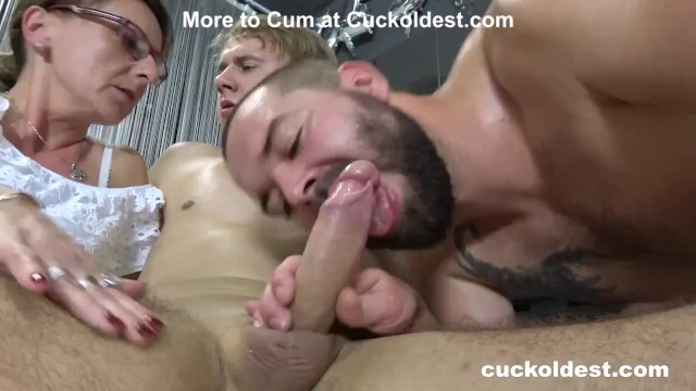 Worn Out Pussy Spitroasted by Two Hunks 49