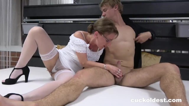 Worn Out Pussy Spitroasted by Two Hunks 9