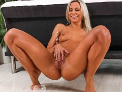 Sexy Blonde Dido Angel Wets Her White Leggings
