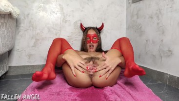 DEVIL'S BITCH HARD USED HER HAIRY PUSSY, EXTREME STRETCH, CONTINUOUS POWERFUL SQUIRT, BIG GAPE