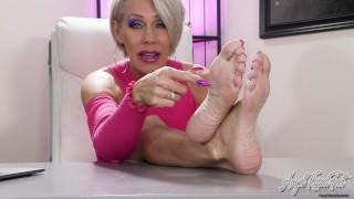Your Dick Craves My Pretty Bare Feet - Nikki Ashton