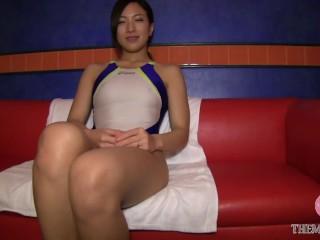 スケスケの競泳水着から愛液で濡れたマンコをチラ見せ、電マと乳首責めでイっちゃう