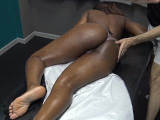 Quick massage voyeur...