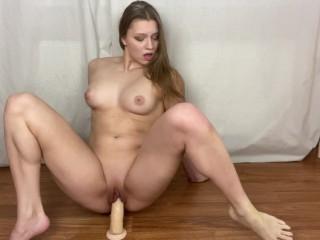 Teen Solo Dildo Ride Orgasmus