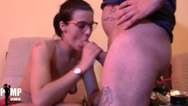 Big boobs TEEN use one of her husbands friends for a quick Blowjob 10