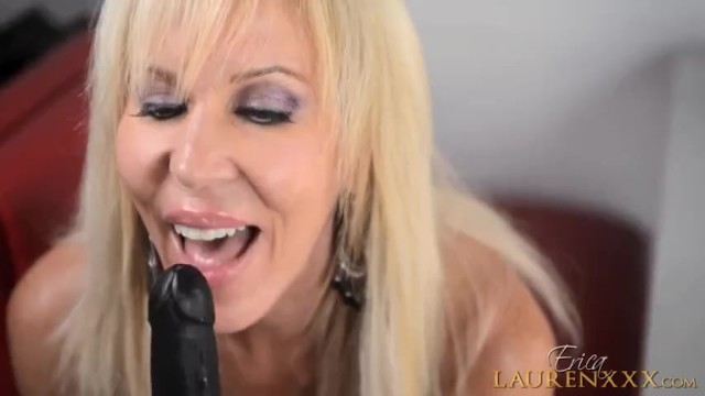 Private Cam Show in a Pizza Parlor 4