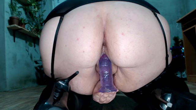 Big Ass Brunette Masturbation