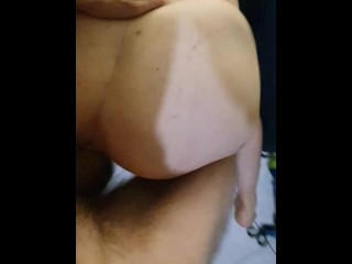 POV SQUIRTING PAWG MILF Doggystyle QUICK HARD FUCK on The Bed…Doggystlye SQUIRTING BIG ASS PAWG ..