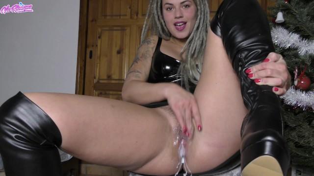 ejaculation 4k et robe latex - joyeux noel