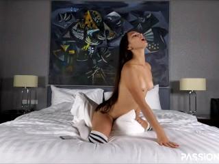 Pillow Humping Lauter Orgasmus