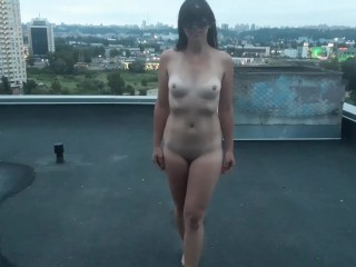 Girl with butt plug fucks on the roof and gives a blowjob