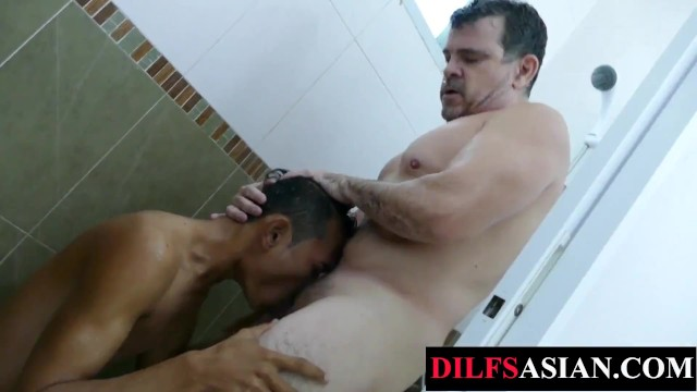 Asian twink breeding with daddy in the bathub