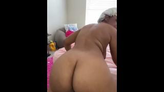 Naked ass twerk