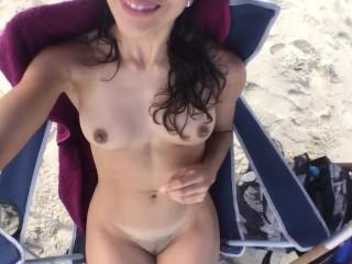 Playa nudista por primera vez estaba dudando de...