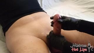 Два прерванных оргазма от Mistress Hot Lips. Черные перчатки и белая сперма. Растирание уздечки