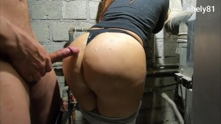 wife gets fucked by the plumber and gets cum on her ass like a slut ( amateur )