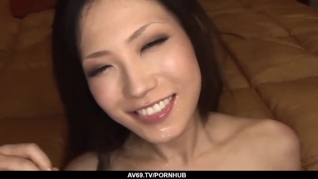 Yui Komine strong encounter with a big cock 29
