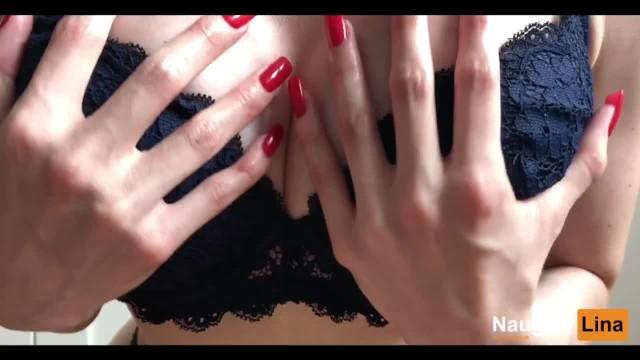 Amateur Teen spielt mit ihren großen Fake Titten 7