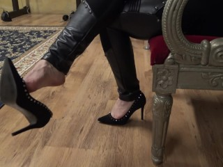 Toe tapping and dangling with black stilletto decollete shoes