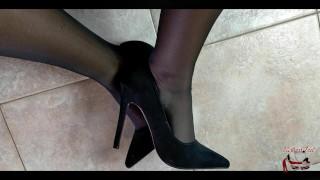 handjob and cum looking at my feet mistress