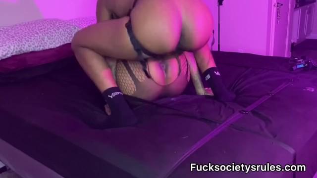 Ebony lesbian sex 19