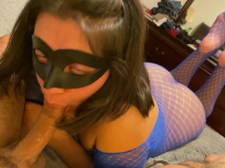 Cosplayer Veronica Worships cock with her FEET UP for facial!