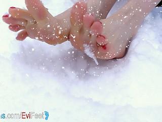 Happy funny feet plays snow prettyevil...