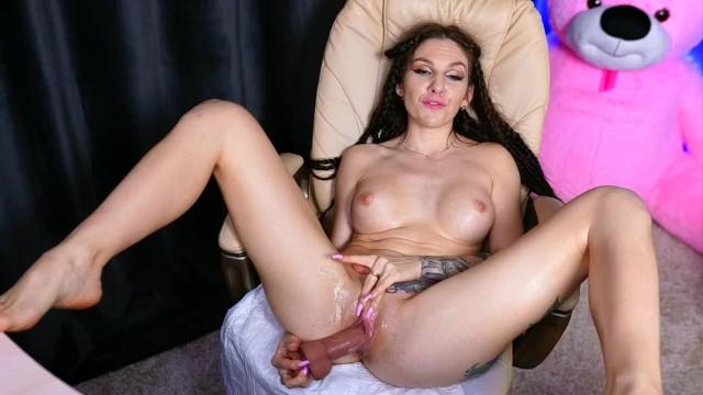 beautiful girl fuck squirt