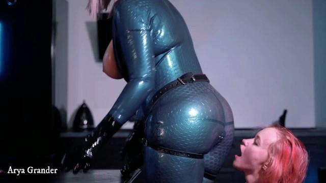 strap-on lesbian suck 6