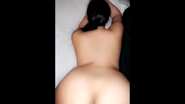 Bubble butt gets nutted on 1