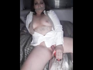 Milf loves her vibrator!!