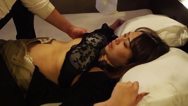 激かわ女子大生のおっぱいマッサージ(japanese oppai college sutudent) 12